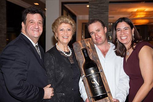 רוכשי הבקבוקים עם יעקב ברג במיאמי